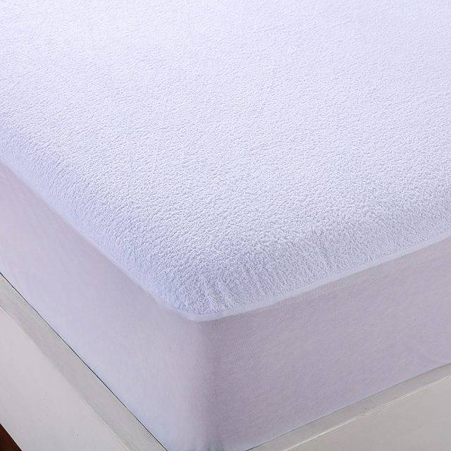 white fitted bed sheet detail