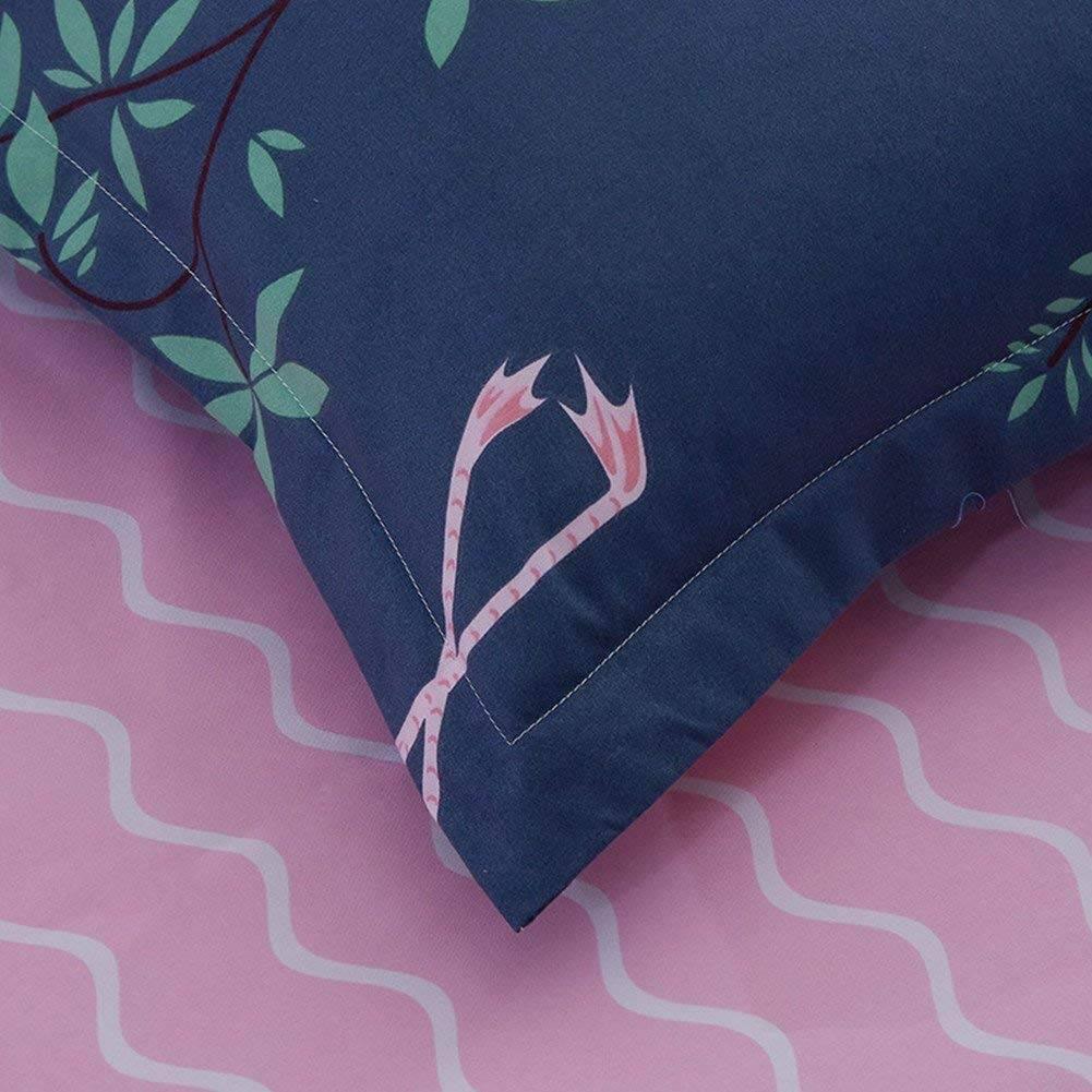 flamingo bedding closeup