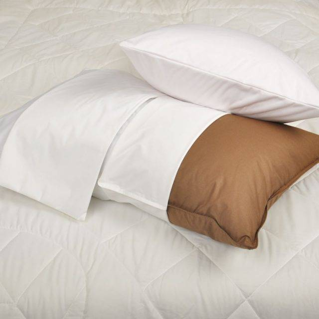 Smooth Waterproof Bed Pillow Cover