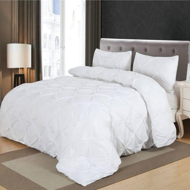 Black or White Duvet Cover Set Pinch Pleat (2 Colors)