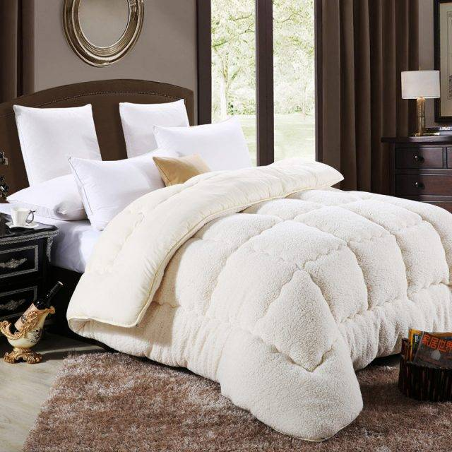 Super Soft Alternative Down Comforter / Duvet / Blanket  (3 colors)
