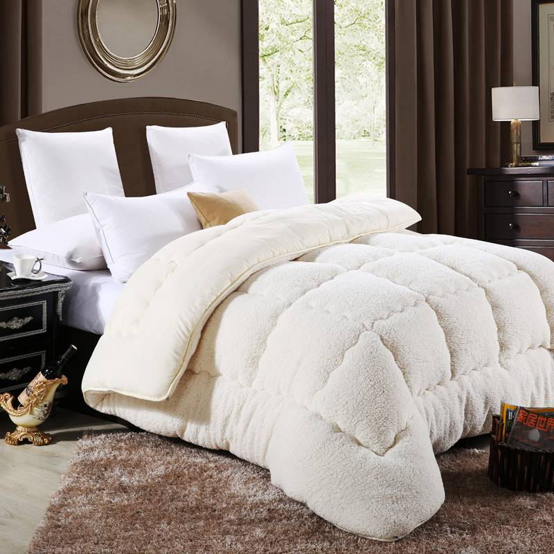 Super Soft Alternative Down Comforter / Duvet / Blanket  (3 colors)
