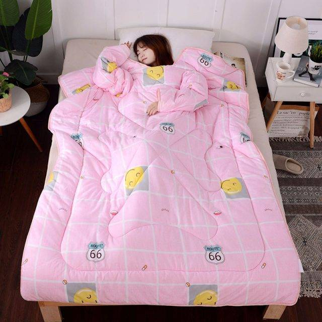 Relaxing Comforter with Sleeves