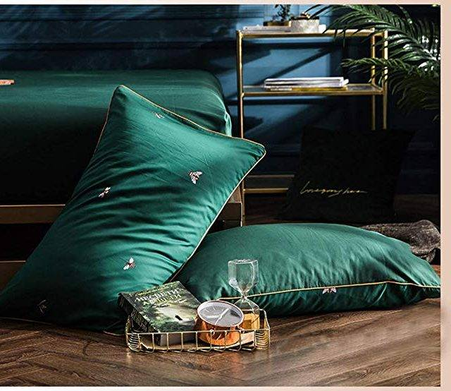 emerald forest bed set pillows